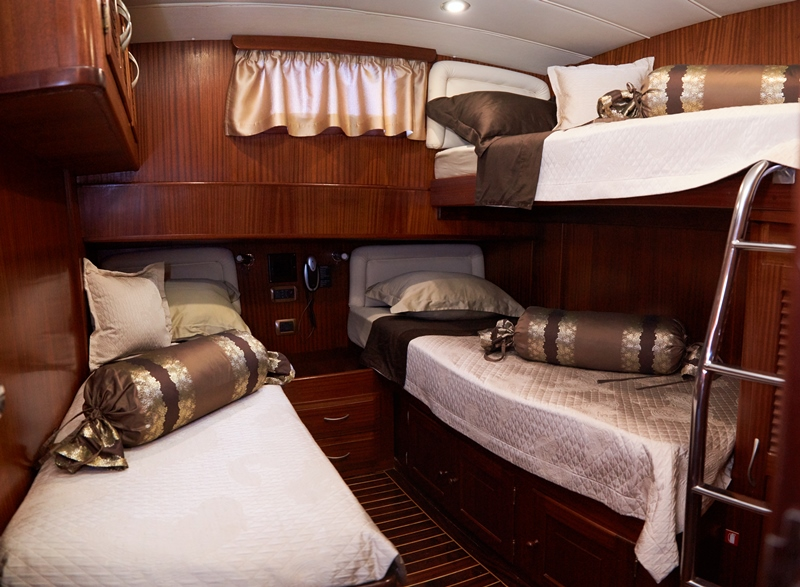 Cabin with twin bed and pullman