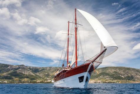 Romanca with Sails