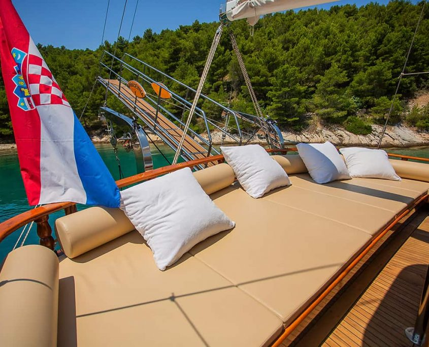 DOLCE VITA Cushioned area on Aft deck