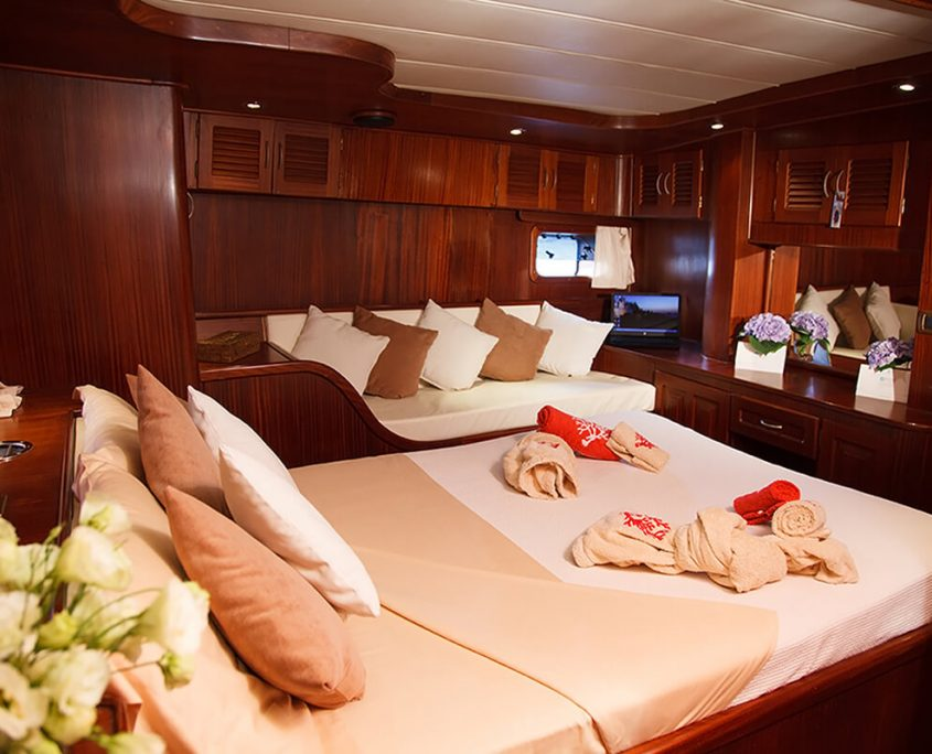 Double cabin on Pacha