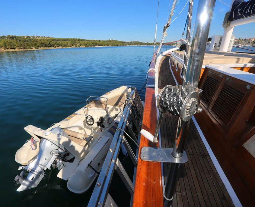 KADENA Tender boat