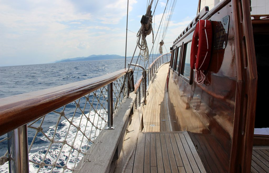 Gulet Nostra Vita - side deck
