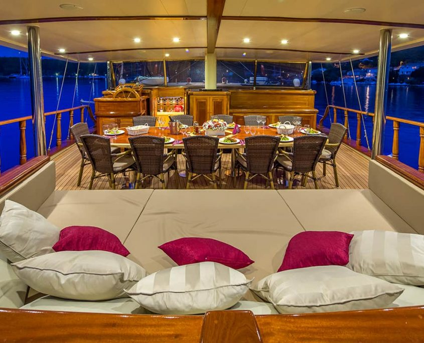 MORNING STAR Aft deck