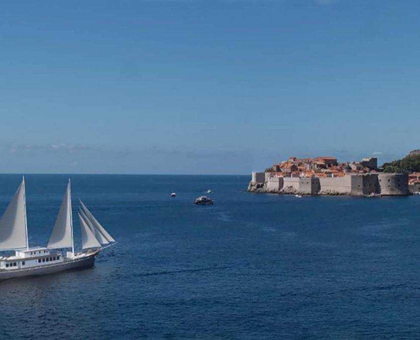 CORSARIO In front of Dubrovnik
