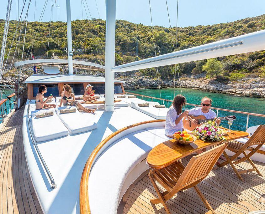 ALLURE E Front deck
