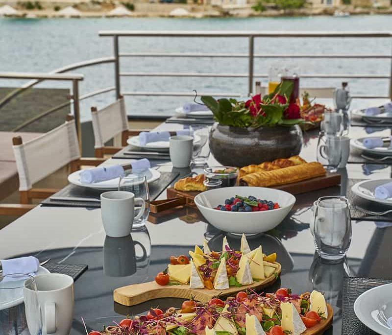 RARA AVIS Breakfast
