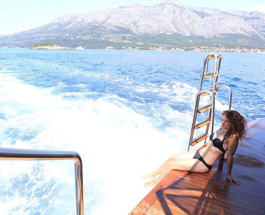 RARA AVIS Cruising