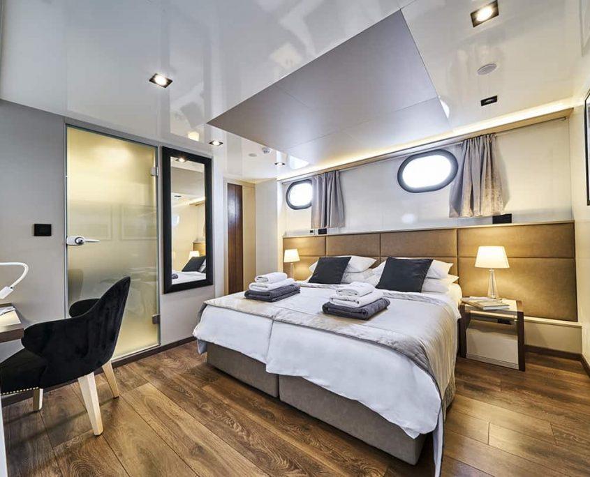 RARA AVIS Double cabin