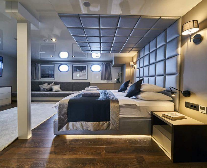 RARA AVIS Master cabin