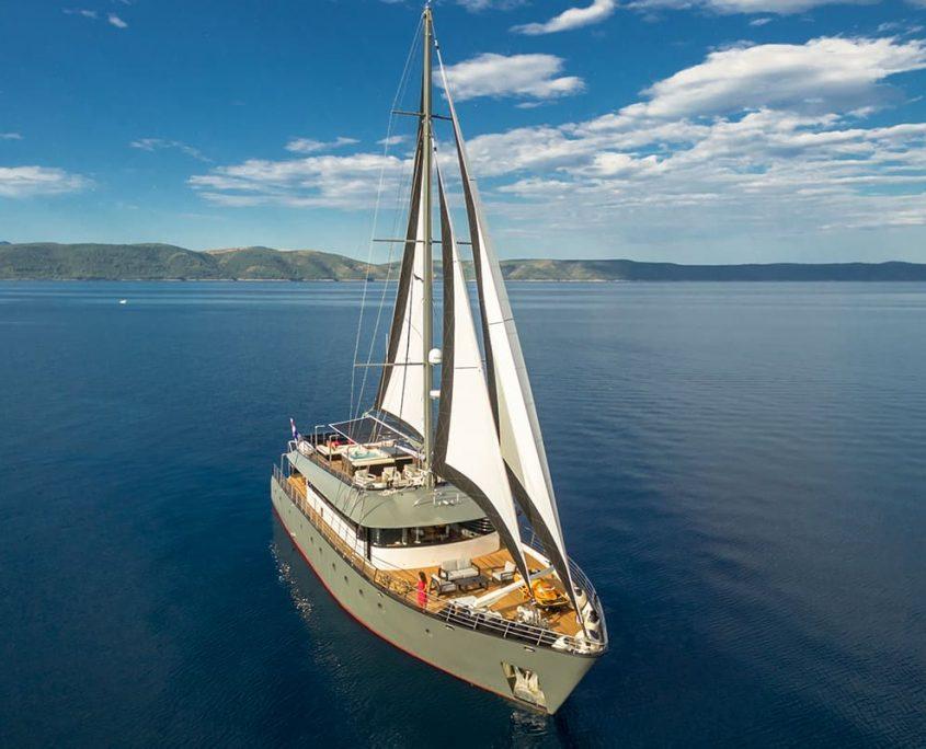 RARA AVIS Sailing
