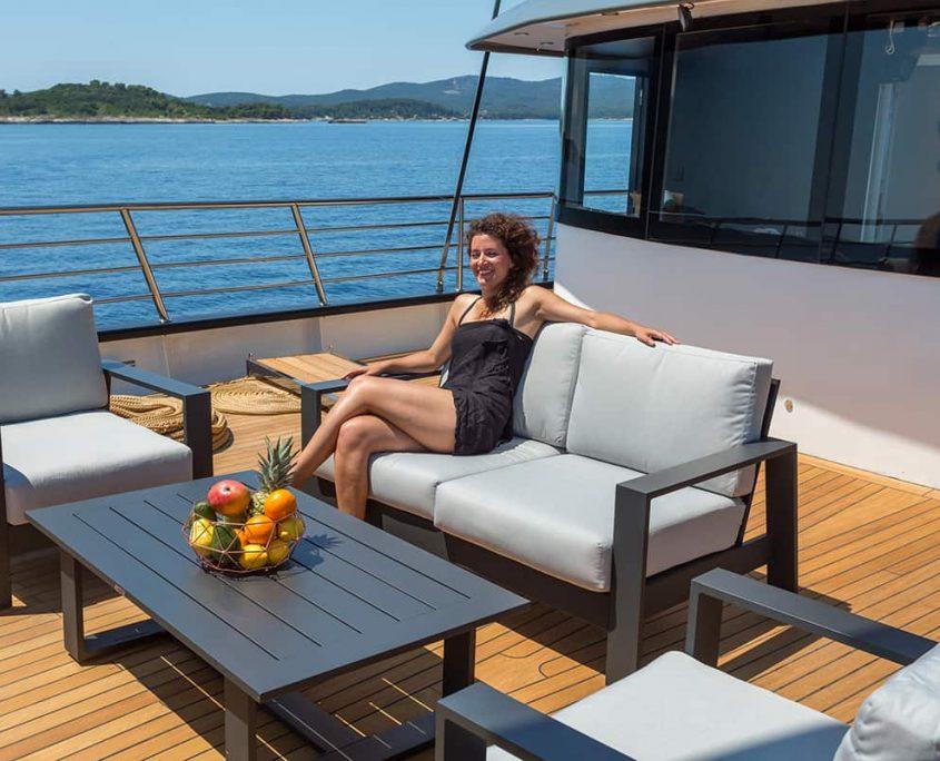 RARA AVIS Sitting area on front deck