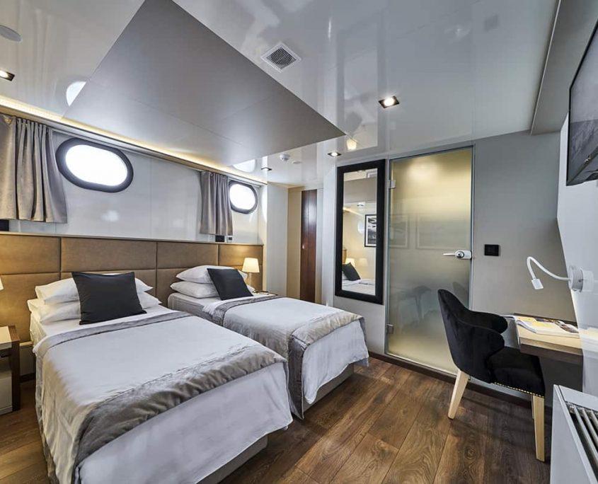RARA AVIS Twin cabin