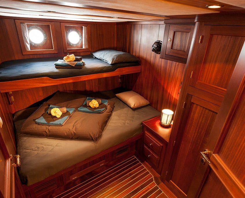 LUOPAN Grey Cabin