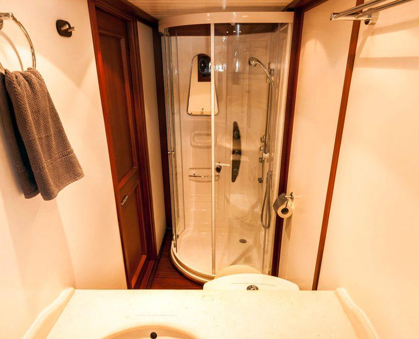 LUOPAN Grey Cabin Bathroom