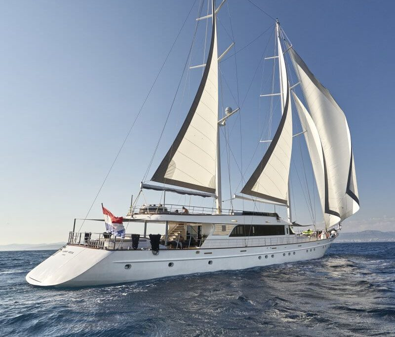 Lady Gita exterior sailing