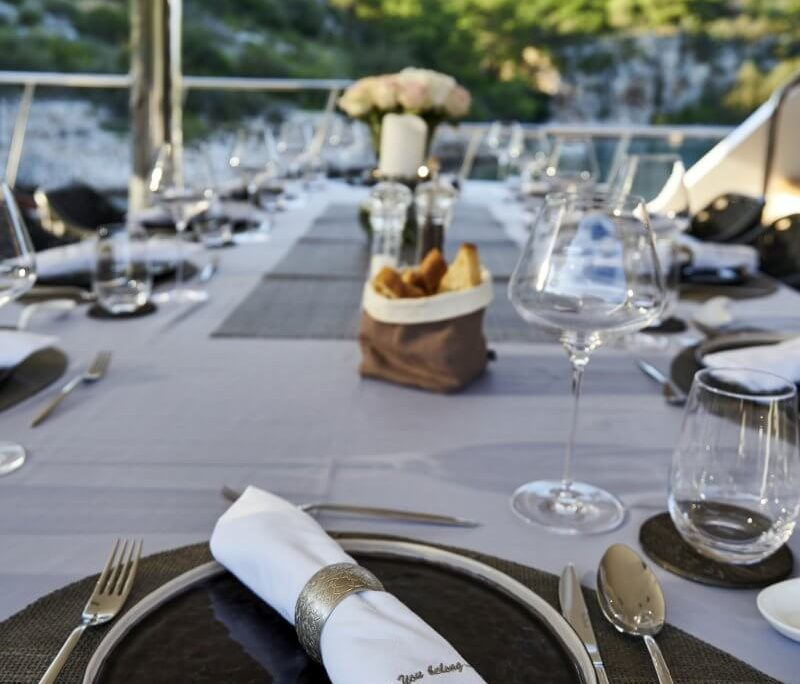 Lady Gita table
