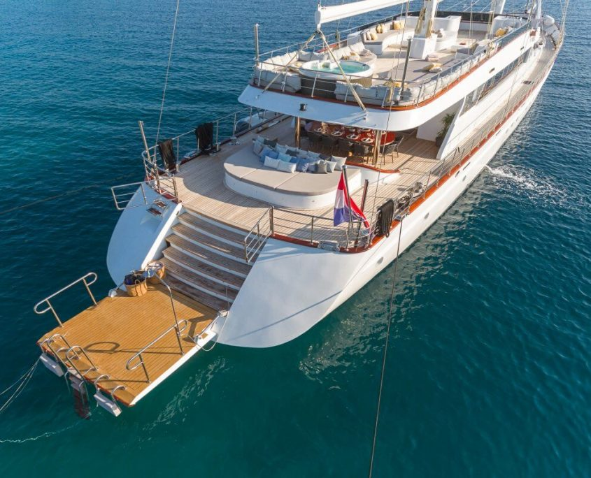 Luxury yacht Lady Gita
