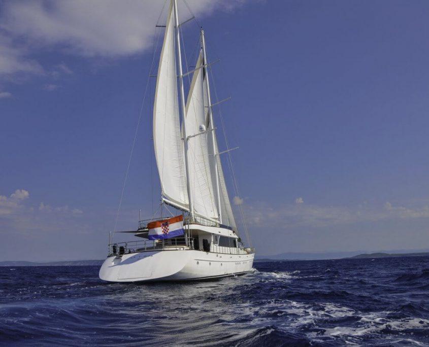 Sailing Lady Gita