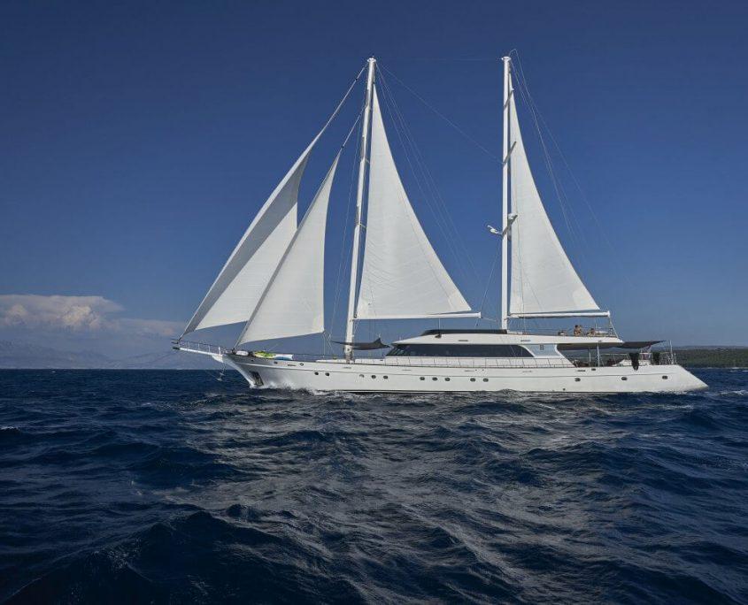 Yacht Lady Gita exterior sailing